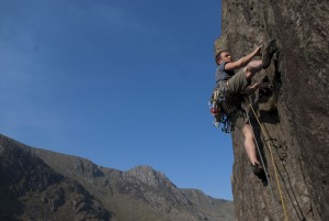 Simon Lake showing you how to use double climbing ropes on the classic pump fest. Wind, HVS in Llanberis Pass